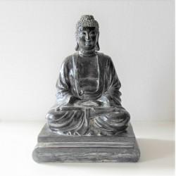 Statue de Bouddha assis sur socle